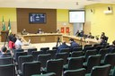 Secretária Municipal de Saúde participa de sessão apresentando ações de enfrentamento da COVID-19